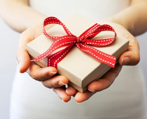 Giftcard_hands_325x264